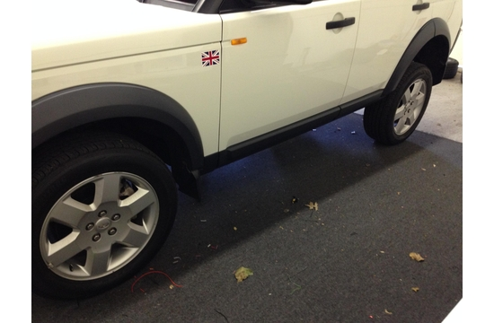 Land Rover Before Plasti-Dipped Wheels